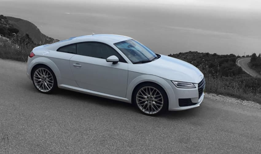 Audi TT rental in Saint